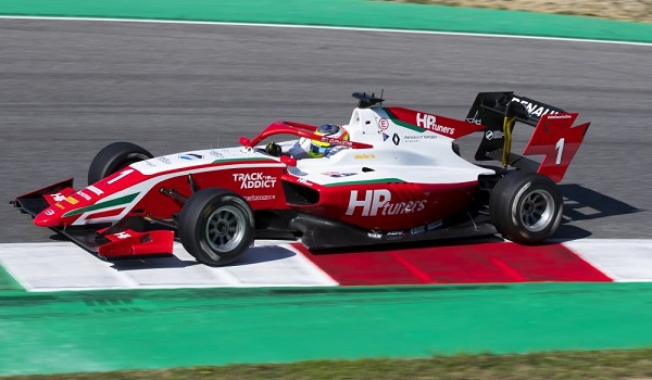 Oscar Piastri leads Logan Sargent in the FIA Formula 3 Championship